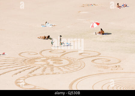 Drawings in the sand at Wategos Beach in Byron Bay. - Stock Image