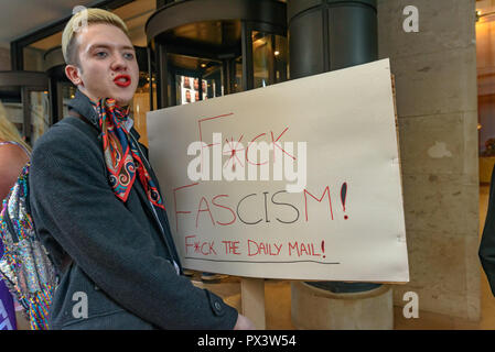 London, UK. 19th October 2018.  A protester holds a placard 'F*CK FASCISM! F*CK THE DAILY MAIL!'!'  outside the Daily Mail building following articles demonising trans people, particularly trans women, in The Metro which they publish, and their printing an advertisement campaign for the hate group, 'Fair Play for Women'.  Thousands have Credit: Peter Marshall/Alamy Live News - Stock Image