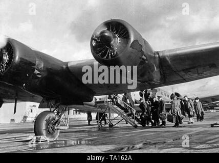 At the beginning of the Second World War, the Airfield Rangsdorf became the civil commercial airport of Berlin, as parts of Tempelhof Airport were used for military purposes. Photo of a Focke-Wulf FW 200 Condor and a Junkers Ju 52 / 3m of the Deutsche Lufthansa at the check-in in Rangsdorf. - Stock Image