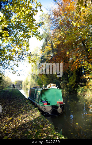 South Oxford Canal in Autumn Oxfordshire Oxon England boat narrowboat canal canals autumnal scene autumn colours - Stock Image