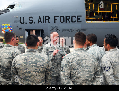 Lt. Gen. Craig A. Franklin, 3rd Air Force and 17th Expeditionary Air Force commander, talks to airmen of the 351st - Stock Image