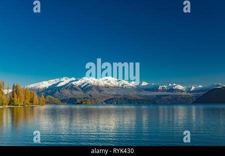 Eearly morning view of Lake Wanaka and Buchanan Peaks, New Zealand, south island - Stock Image