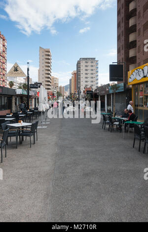 Benidorm New Town, Costa Blanca, Spain. Pedestrianised food street - Stock Image