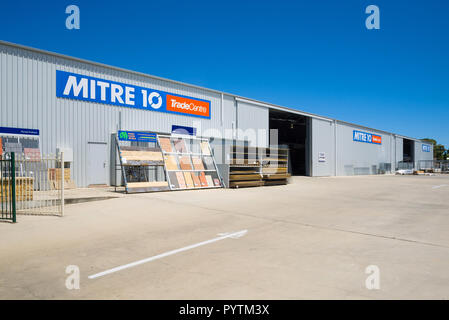 Exterior view of a large shed owned by the hardware store Linden Lea Mitre 10 in Kingscote on Kangaroo Island in South Australia, Australia. - Stock Image