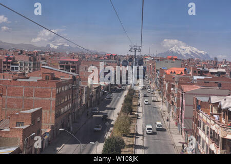 Aerial view of the city from the Mi Teleférico aerial cable car, La Paz, Bolivia - Stock Image