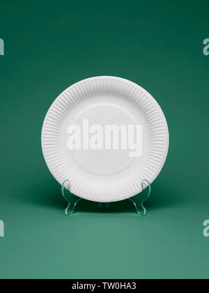 A blank paper plate on a display stand. - Stock Image