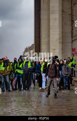 Paris, France. 1st December, 2018. Protesters at Arc de Triomphe during the Yellow Vests protest against Macron politic. Credit: Guillaume Louyot/Alamy Live News - Stock Image