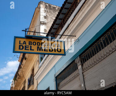 La Bodeguita del Medio, bar in Havana, Cuba, haunt of celebrities such as Earnest Hemingway. It claims to be the birthplace of the mojito. - Stock Image