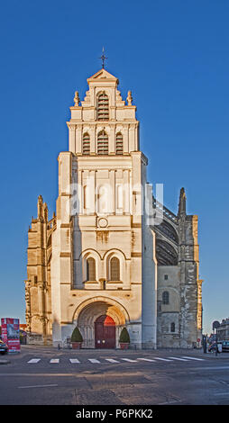 Front facade of Cathedral basilica basilique catholic Cathedral on Rue Adrien Nordet St Quentin Aisne France in sunlight with blue sky beyond - Stock Image