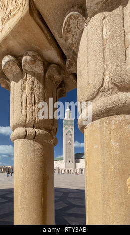 Minaret of Hassan II Mosque framed by two stone columns, Casablanca - Stock Image