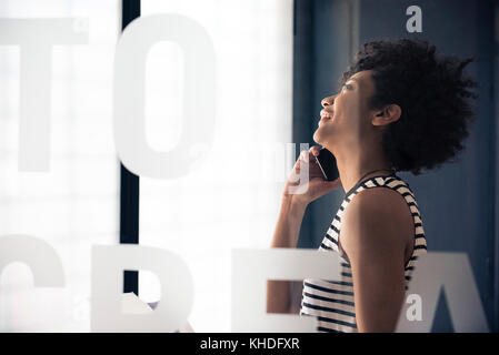 Young businesswoman talking on mobile phone - Stock Image