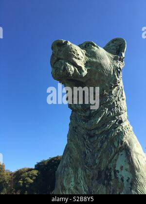 Bronze statue of a lioness by Boehm outside Holkham Hall. - Stock Image