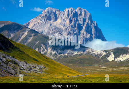 Motor cyclists below Gran Sasso d'Italia peak on the Campo Imperatore plateau National Park, near L'Aquila, Abruzzo, Italy. - Stock Image