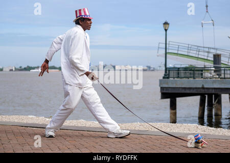 Uncle Louie, a street performer, busker, busking as a living statue by the Mississipi River, New Orleans French Quarter, Louisiana, USA - Stock Image