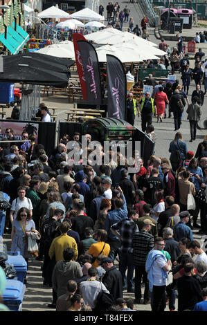 Brighton, UK. 10th May 2019. People queue outside Hideout club in the sunshine. People enjoy the Friday sunshine on Brighton Beach after the weather improves after a cold bank holiday. Credit: JOHNNY ARMSTEAD/Alamy Live News - Stock Image