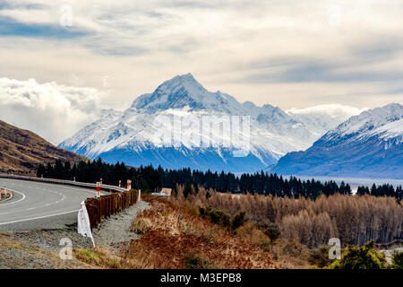 View of Aoraki Mount Cook on the way to Hooker Valley. - Stock Image