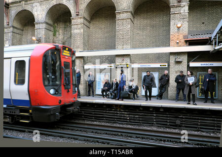 Overground underground tube train approaching Barbican Station platform with passengers waiting to board the carriage London England UK KATHY DEWITT - Stock Image