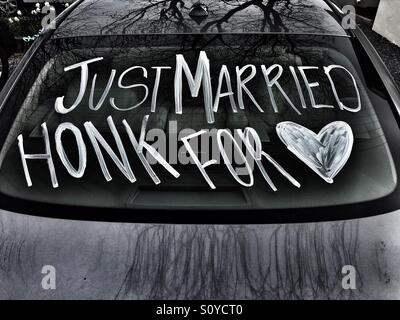 Just married couple's car - Stock Image