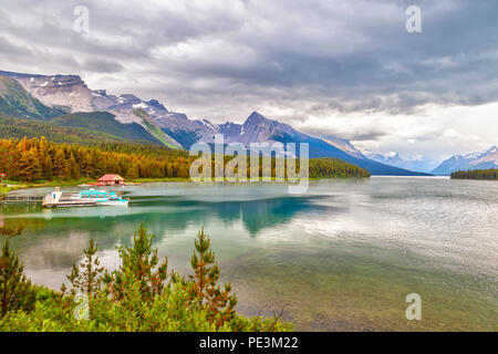 Maligne Lake with its landmark Boat House dock in Jasper National Park, Alberta, Canada. The lake is famous for the surrounding peaks and the three vi - Stock Image