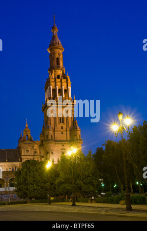 Plaza de Espana, at night, Seville, Andalucia, Spain - Stock Image