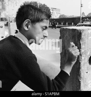 Schoolboy graffiti artist,Kathmandu 2017 - Stock Image
