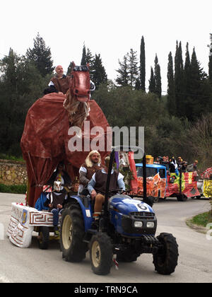 Trojan horse float from Nymfes carnival making it's way through Xanthates to Roda, Corfu, Greece - Stock Image