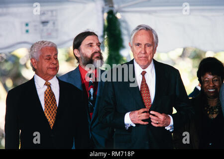 Latin percussionist Tito Puente, left, stands with Actor Jason Robards, right, during the National Medal of Arts and Humanities awards during a ceremony on the South Lawn of the White House September 29, 1997 in Washington, DC. - Stock Image