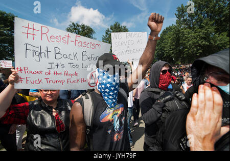 Boston, USA. 19th Aug, 2017. Boston police estimated that 40,000 counterdemonstrators gathered at the center of - Stock Image