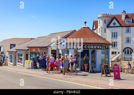 7 July 2018: Bude Cornwall UK - In the continuing hot sunny weather, people cool off eating ice cream outside Taste of Cornwall in Belle View. - Stock Image