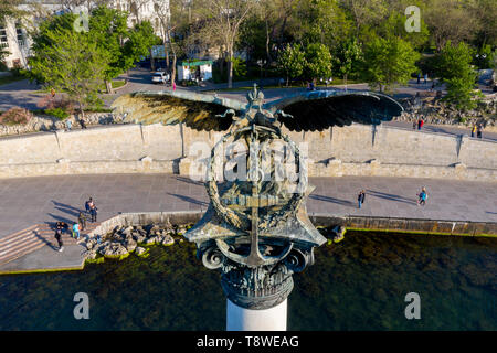 Closeup view of iconic monument to the Russian Sunken Ships and Primorsky Boulevard from the Black sea in Sevastopol Bay, The Crimean peninsula - Stock Image