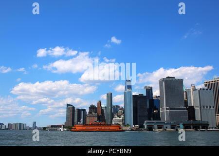 Iconic Staten Island Ferry leaving Manhattan, Manhattan on JULY 4th, 2017 in New York, USA. (Photo by Wojciech Migda) - Stock Image