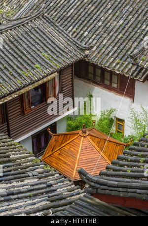 Roofs in Lijiang ancient town, Yunnan, China - Stock Image