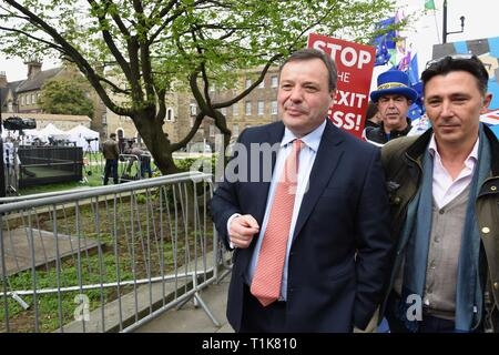 London, UK. 27th Mar, 2019. Arron Banks, Co Founder of Leave EU Campaign, Andy Wigmore, Steve Bray, SODEM, College Green, Houses of Parliament, Westminster, London. UK Credit: michael melia/Alamy Live News - Stock Image