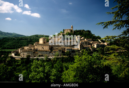 Montefortino a Typical picturesque hilltown set in the rolling farmland in Le Marche the Marches Italy Popular venue for hous - Stock Image