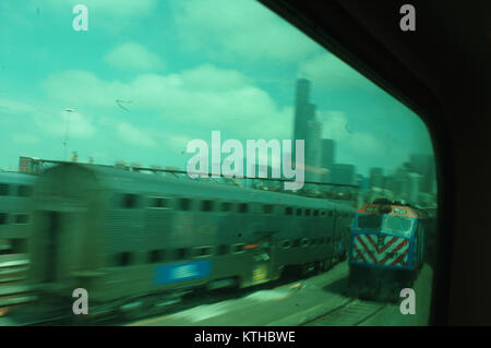 Coming into Chicago train station with view of Chicago skyline skyscrapers including the Sears tower.  Blue train - Stock Image
