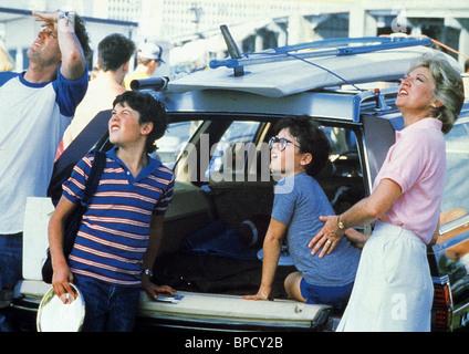 CLIFF DE YOUNG JOEY CRAMER & VERONICA CARTWRIGHT FLIGHT OF THE NAVIGATOR (1986) - Stock Image