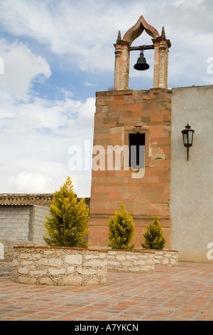 North America, Mexico, Pozos. Ruins of an old church in the town of Mineral de Pozos. - Stock Image