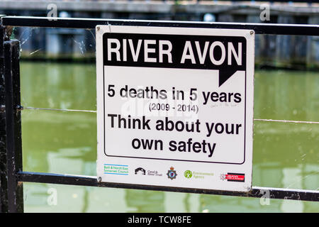 City of Bath Somerset A sign on the River Avon informs of 5 drowning deaths in 5 years and warns people to be aware of the dangers - Stock Image
