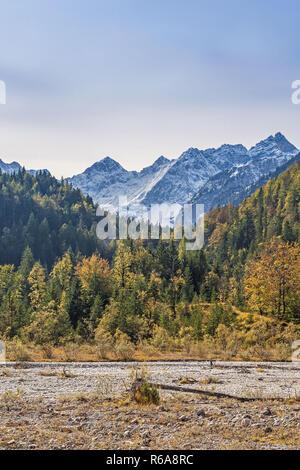Blick Ins Johannistal Mit Kaltwasserkarspitze - Stock Image