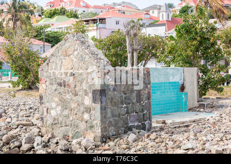 An old stone building that has partially fallen down in Gustavia, St Barts - Stock Image