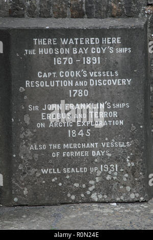 The sign by Login's well, Stromness, which was source of fresh water for sailing ships from 1670 to 1891 - Stock Image