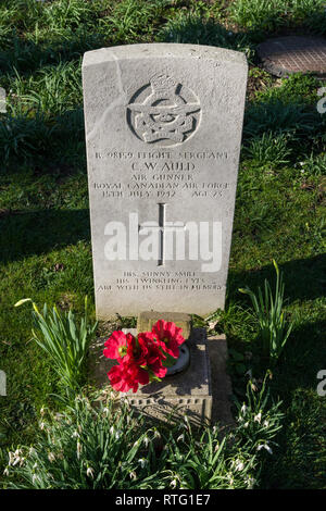 WW2 Commonwealth War grave for a member of the Royal Canadian Air Force, Chelveston, Northamptonshire, UK - Stock Image