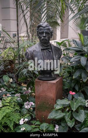 Bronze bust of Heinrich Siesmayer, architect and financier of  Palmengarten, Palm House building, Westend-Süd district, Frankfurt am Main, Germany. - Stock Image
