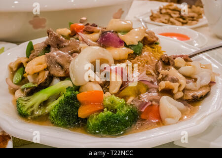 canton style fried noodle with mixed vegetables and seafood - Stock Image