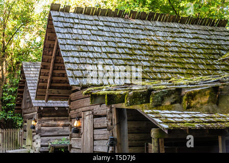 19th Century log buildings at Historic Square in Atlanta, Georgia's Stone Mountain Park. (USA) - Stock Image