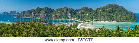 Koh Phi Phi Don Viewpoint showing Tonsai Bay (left), Loh Dalam Bay (right) and Phi Phi Ley (far left) - Thailand - Stock Image
