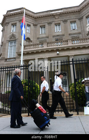 Security guards at the New Cuban embassy Washington D C - Stock Image