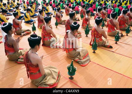 Thailand, Nakhon Phanom, That Phanom.  Dancers in ceremonial Isan dresss at Wat Phra That Phanom - Stock Image