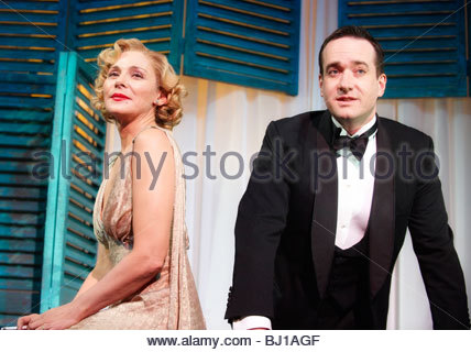 Private Lives by Noel Coward,directed by Richard Eyre.With Kim Cattrall as Amanda,Matthew Macfadyen as Elyot. - Stock Image