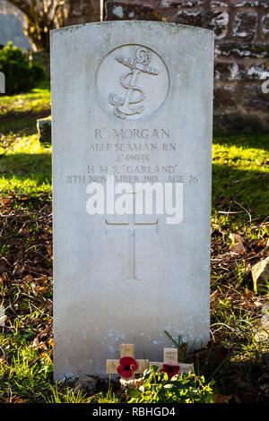 Grave of Able Seaman Richard Morgan, one of the last casualties of the First World War, died November 11, 1918, buried at the Church of the Holy Cross - Stock Image